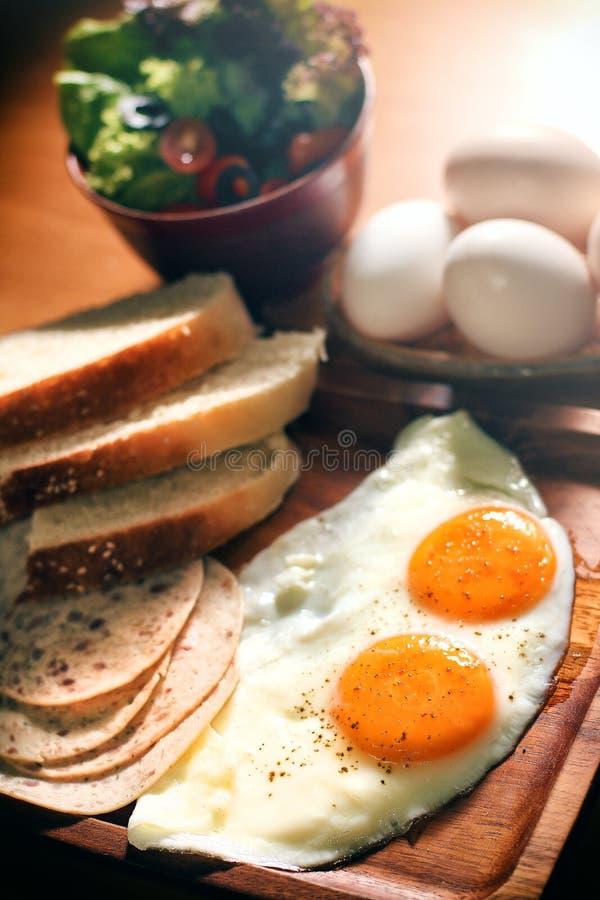 Desayuno fijado huevos equilibrados de la nutrición fotografía de archivo libre de regalías