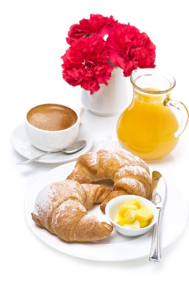 Desayuno fresco - cruasanes con mantequilla, café express y jugo imagenes de archivo