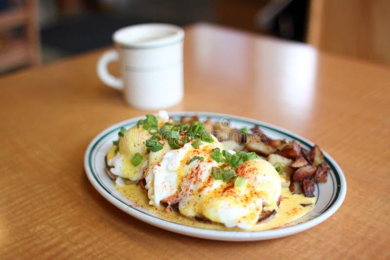 Desayuno gastrónomo delicioso fotos de archivo