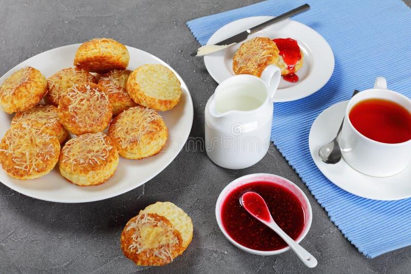 Desayuno inglés con té y scones fotografía de archivo