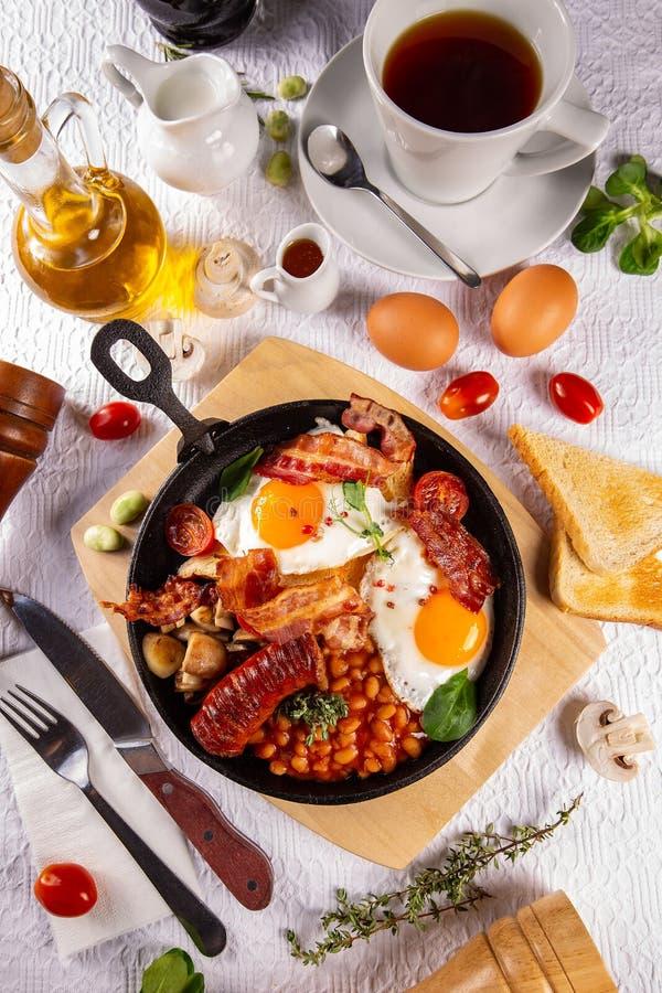 Desayuno ingl?s lleno tradicional imagen de archivo