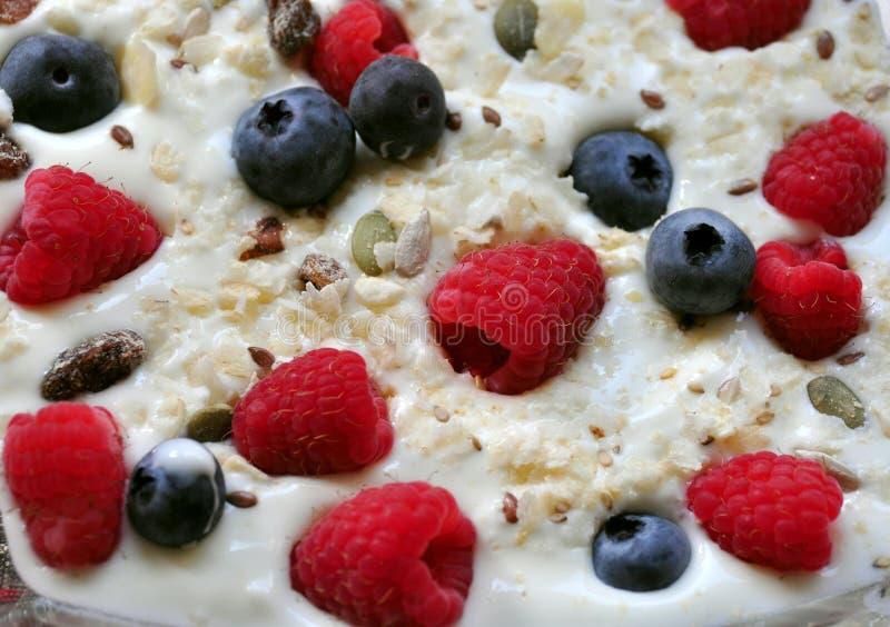 Desayuno libre del gluten con el yogur fotografía de archivo