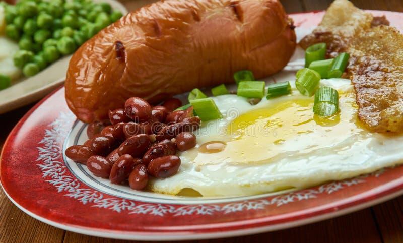 Desayuno lleno, cocina inglesa, plato tradicional de la comida de Gran Bretaña y de Irlanda que incluye típicamente el tocino, sa imagenes de archivo