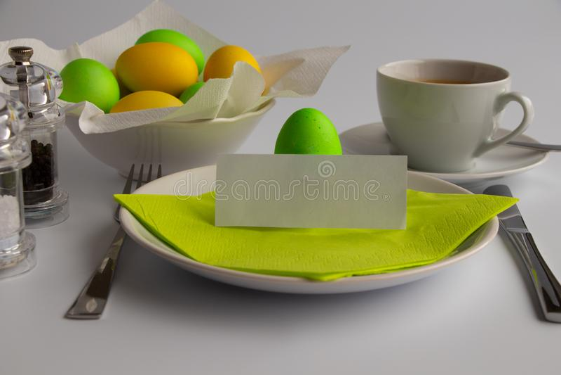 Desayuno o brunch de simbolización de Pascua de la fotografía del estudio con el espacio vacío fotografía de archivo libre de regalías