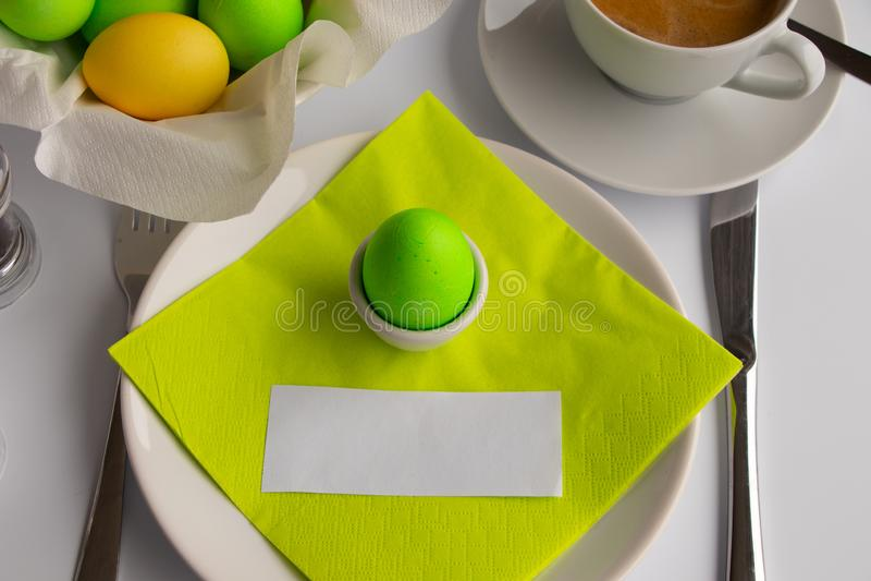 Desayuno o brunch de simbolización de Pascua de la fotografía del estudio con el espacio vacío imagenes de archivo
