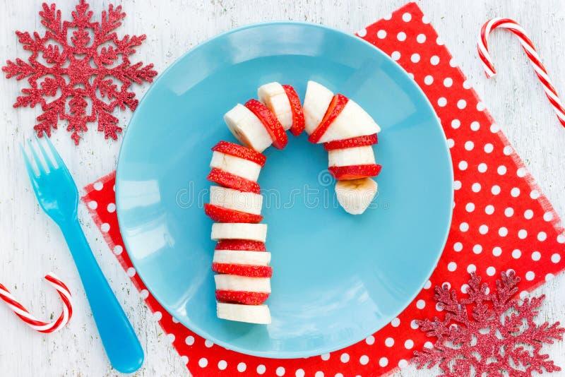 Desayuno para los niños - fresa c del bocado del postre de la Navidad del plátano imagenes de archivo