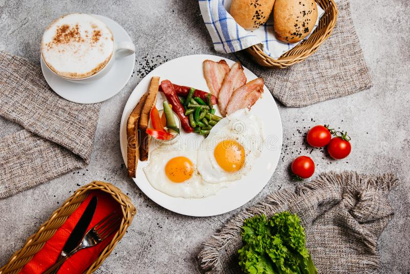 Desayuno perfecto con café foto de archivo libre de regalías