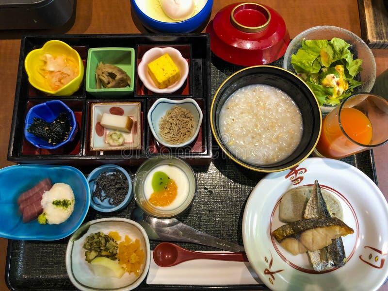 Desayuno rico proporcionado por el hotel de Setsugetsuka foto de archivo libre de regalías