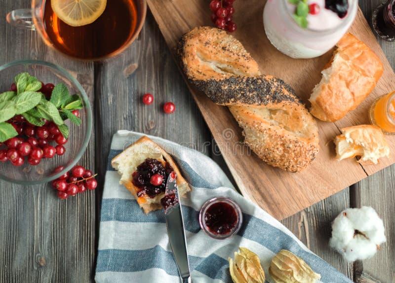 Desayuno rojo fresco imagen de archivo libre de regalías