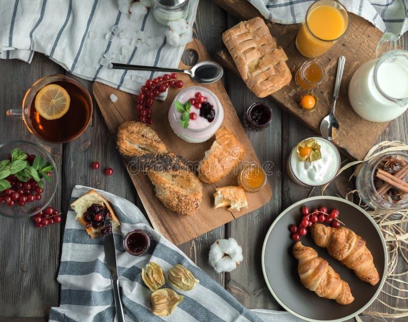 Desayuno rojo fresco fotos de archivo libres de regalías