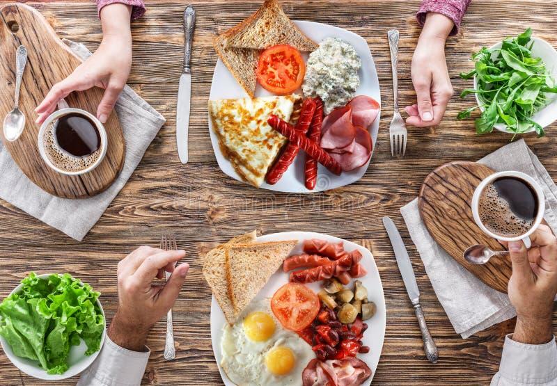 Desayuno tradicional en casa foto de archivo