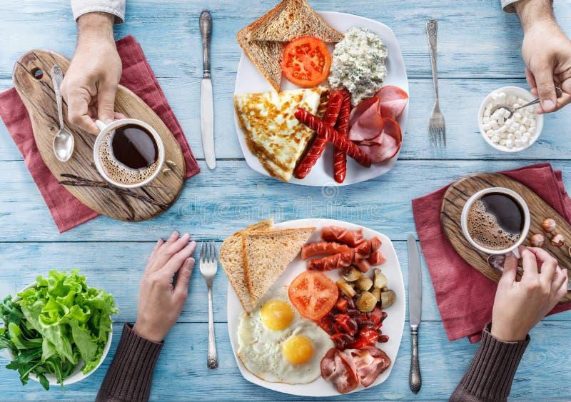 Desayuno tradicional en casa fotos de archivo