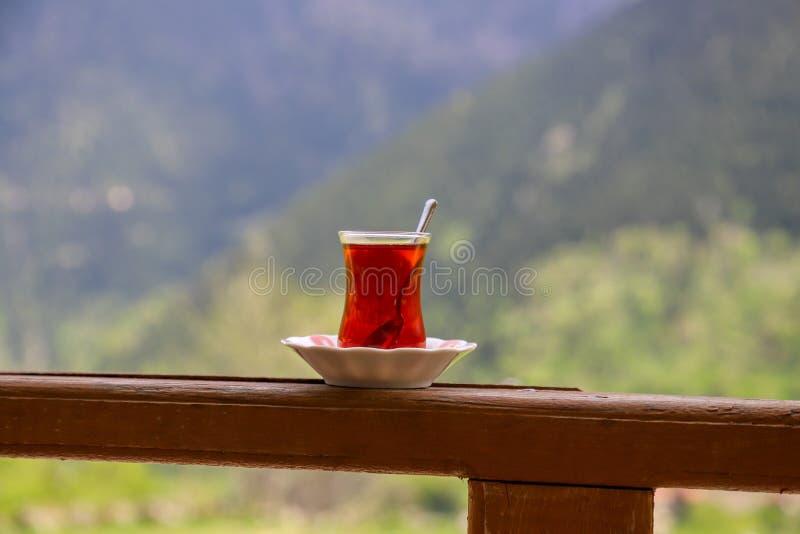 Desayuno turco tradicional y té turco fotos de archivo