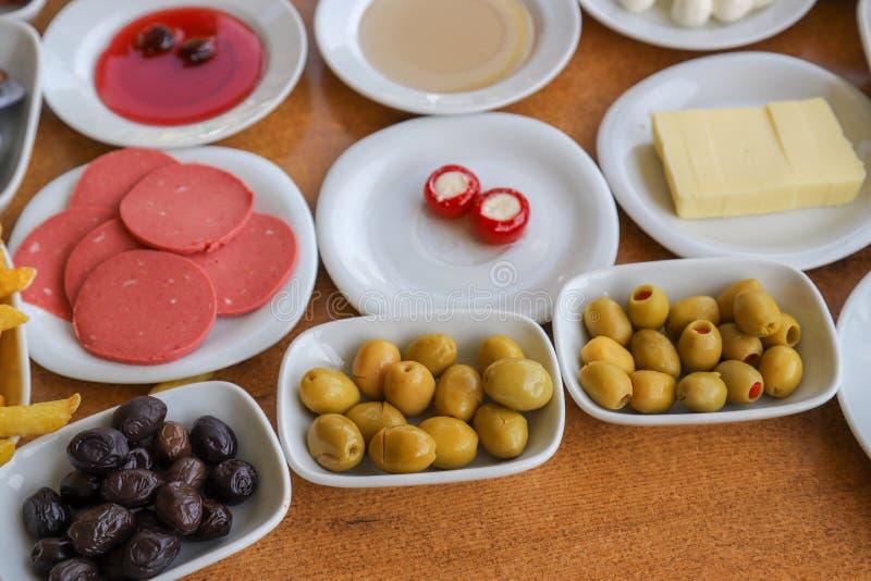 Desayuno turco tradicional y té turco fotos de archivo libres de regalías