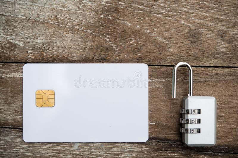 Desbloquee la tarjeta de crédito fotos de archivo