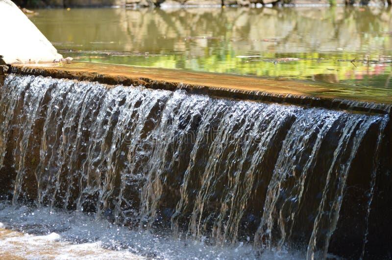 Desbordamiento del agua imágenes de archivo libres de regalías