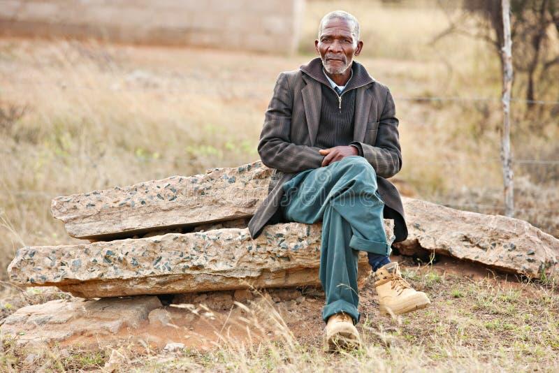 Descanso africano do homem imagem de stock