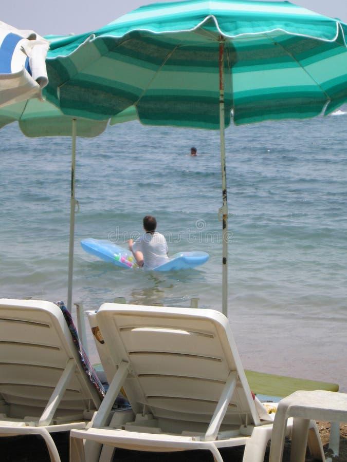 Descanso na praia do mar imagens de stock royalty free