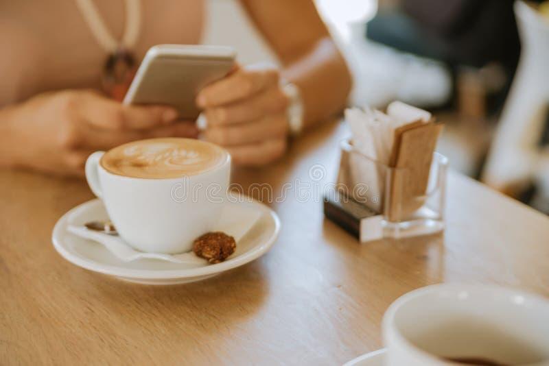 Descanso para tomar café con el amigo imagenes de archivo