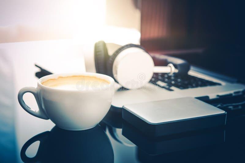 Descanso para tomar café del Freelancer imagenes de archivo