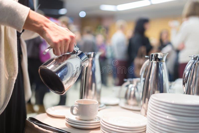 Descanso para tomar café en la reunión de negocios foto de archivo libre de regalías