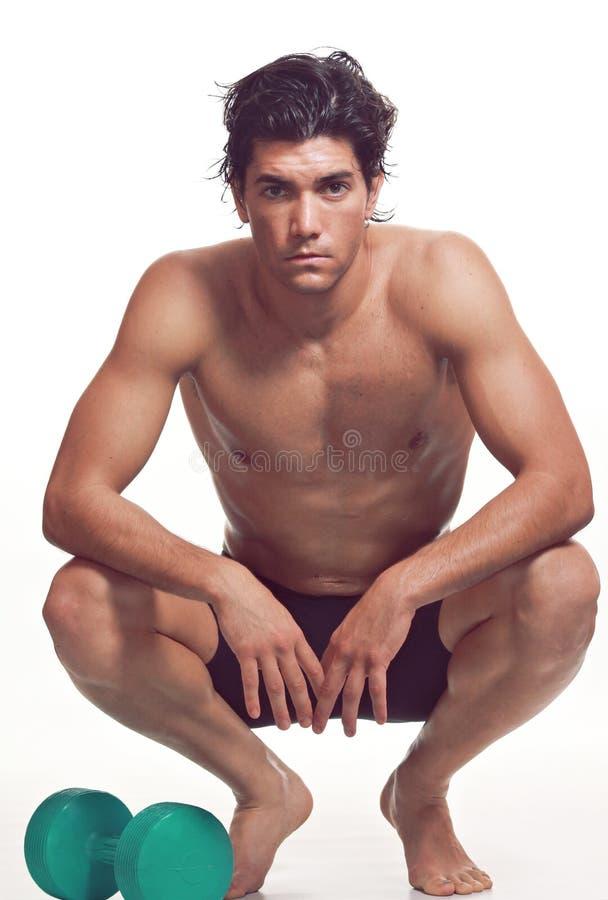Descansos musculares do atleta após bodybuilding fotografia de stock