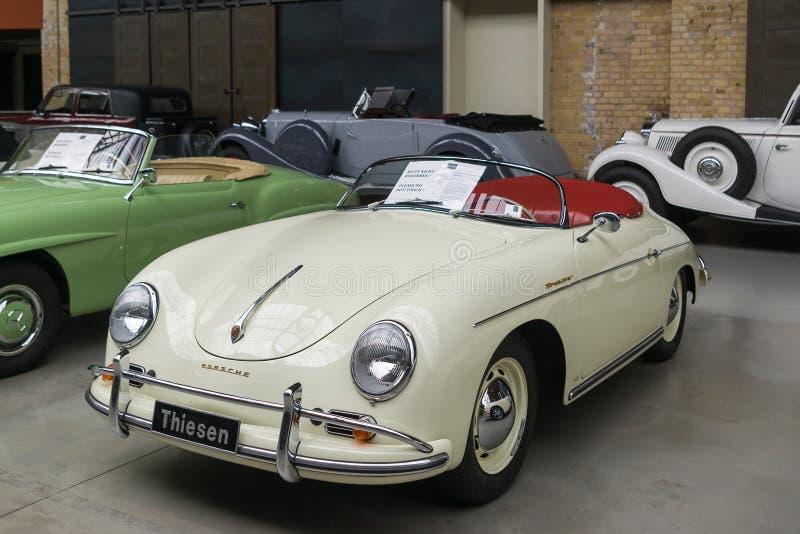 Descapotable alemán clásico del conductor veloz de Porsche 356 del coche fotografía de archivo libre de regalías