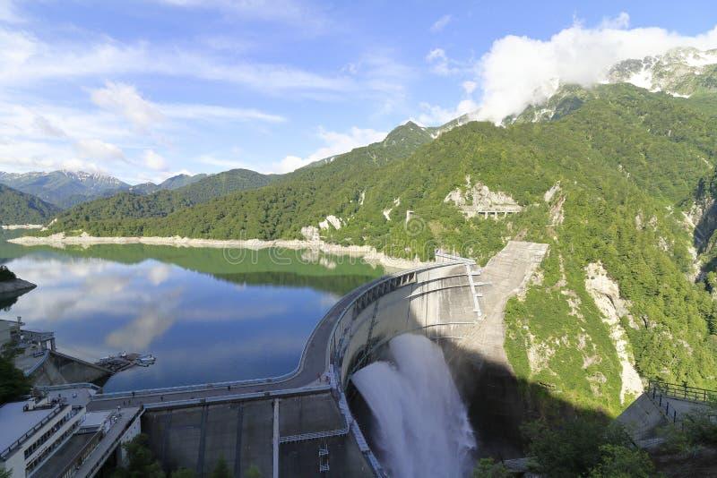 Descarga da represa de Kurobe em Toyama foto de stock royalty free