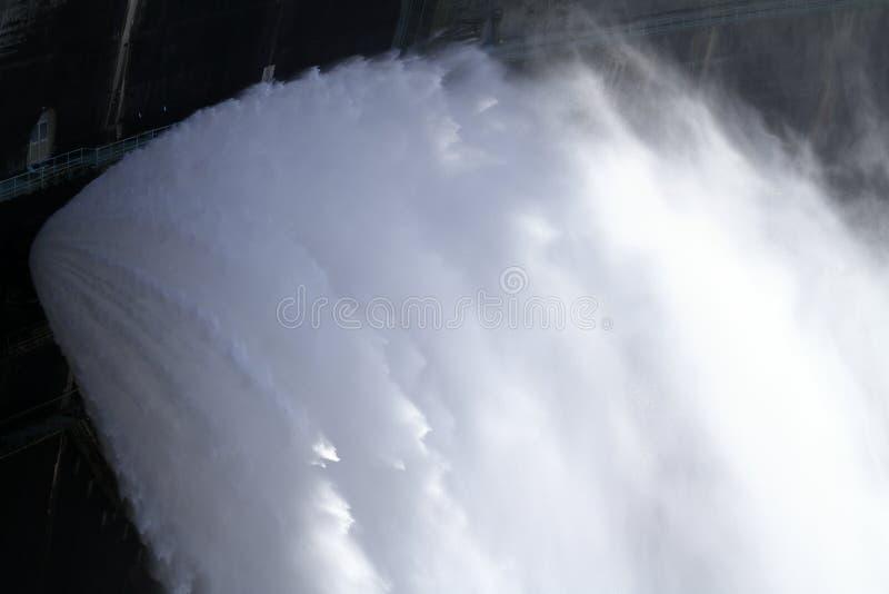 Descarga da represa de Kurobe em Toyama fotos de stock royalty free