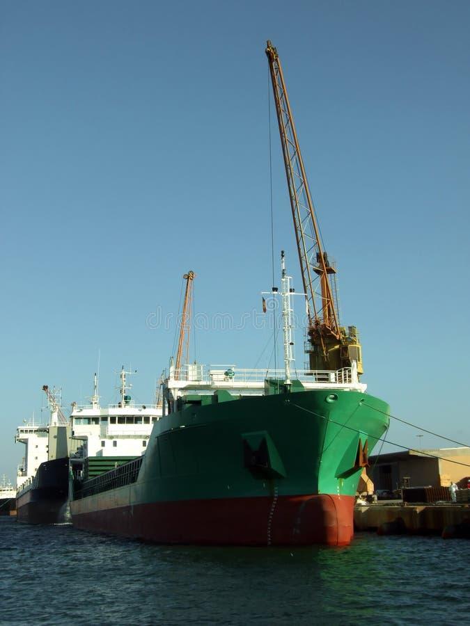 Descarga de la nave fotografía de archivo
