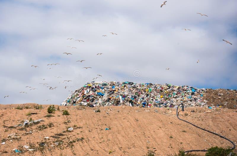 Descarga de lixo foto de stock