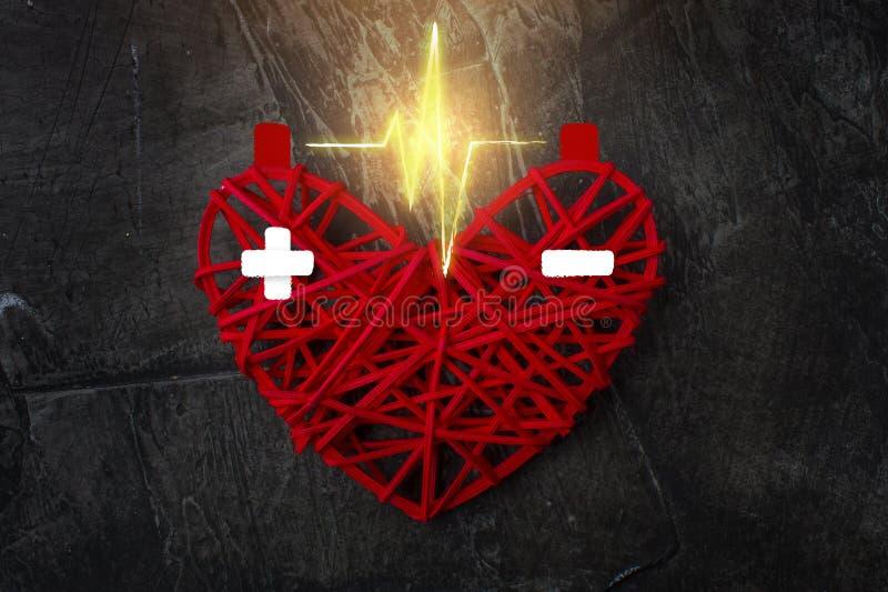 A descarga entre os polos no coração vermelho Carga mais e menos Dia feliz do `s do Valentim Amor, casamento fotos de stock