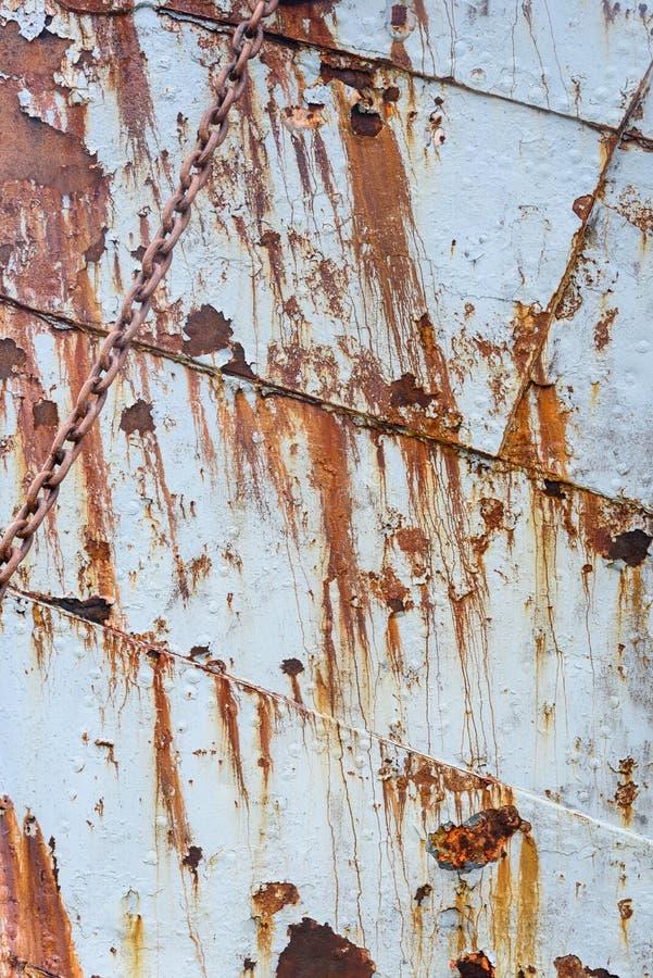 Descascando a casca de aço da pintura e da oxidação de um navio de baleação abandonado, como um fundo rústico foto de stock royalty free