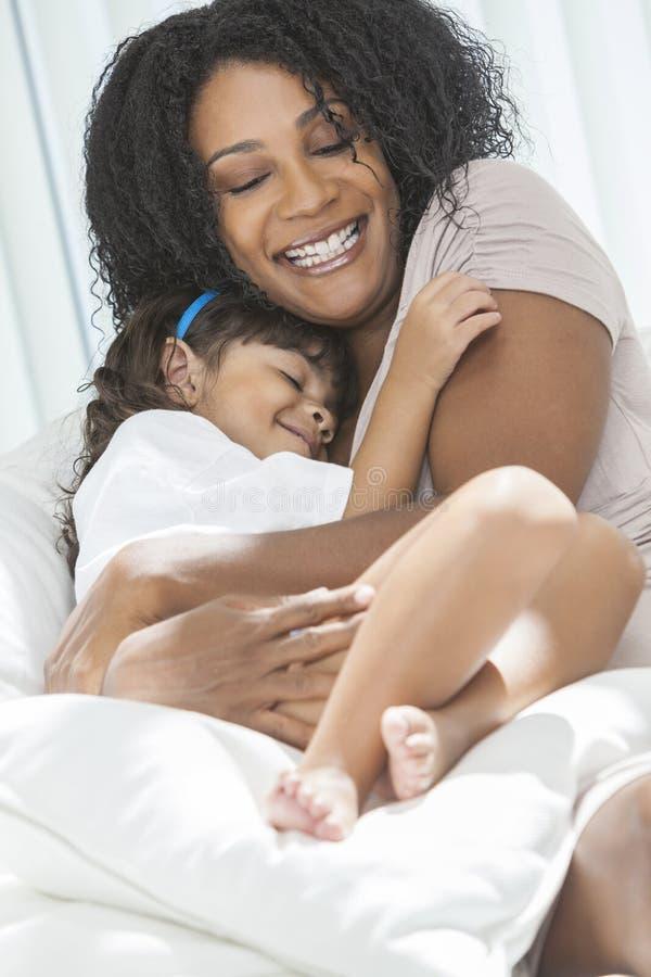 Descendant de mère d'enfant de femme d'Afro-américain photos stock