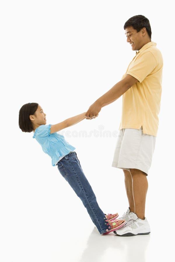 Descendant et père image stock