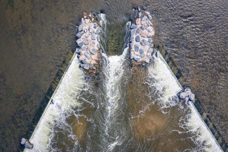 Descendeur de bateau avec la vague surfante photo libre de droits