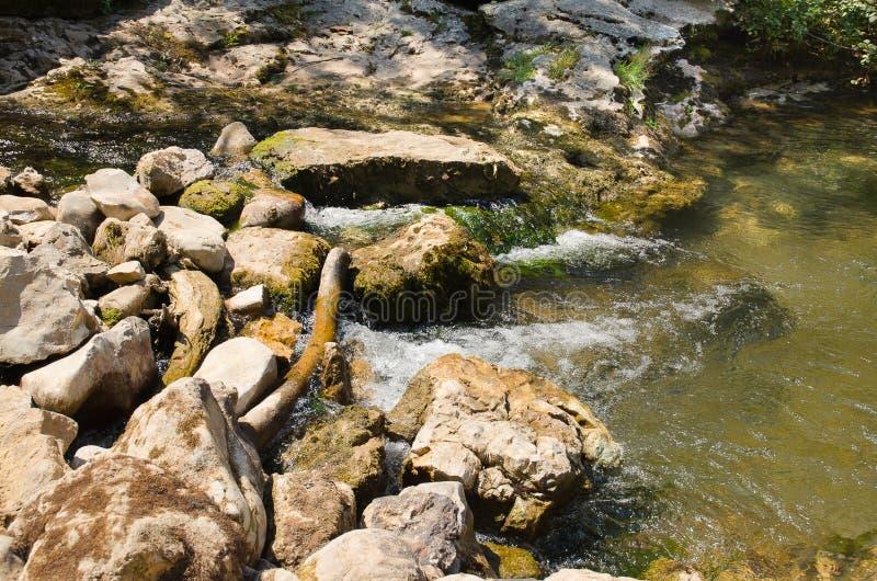 Descendeur de rivière de barrage image stock