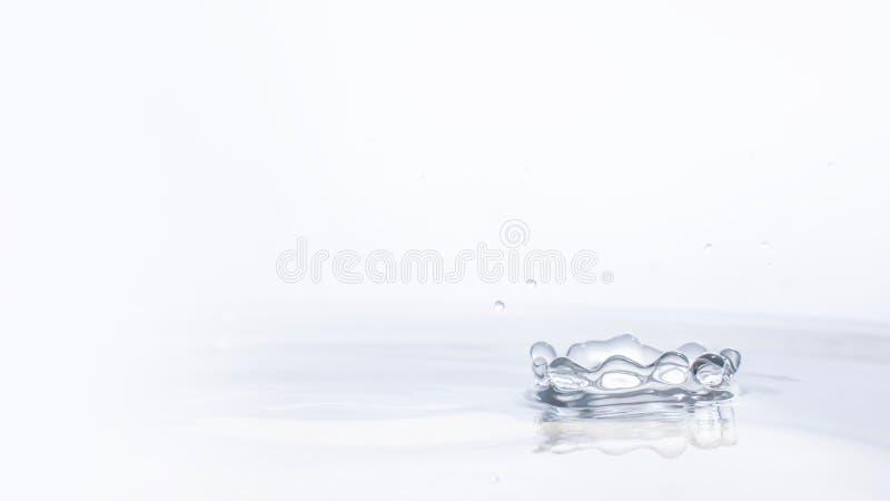 Descenso del agua en fondo del agua fotografía de archivo libre de regalías