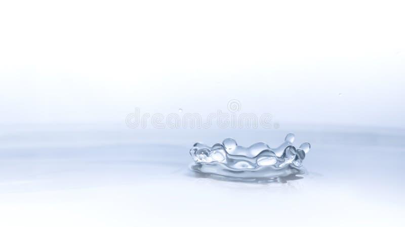 Descenso del agua en fondo del agua fotos de archivo