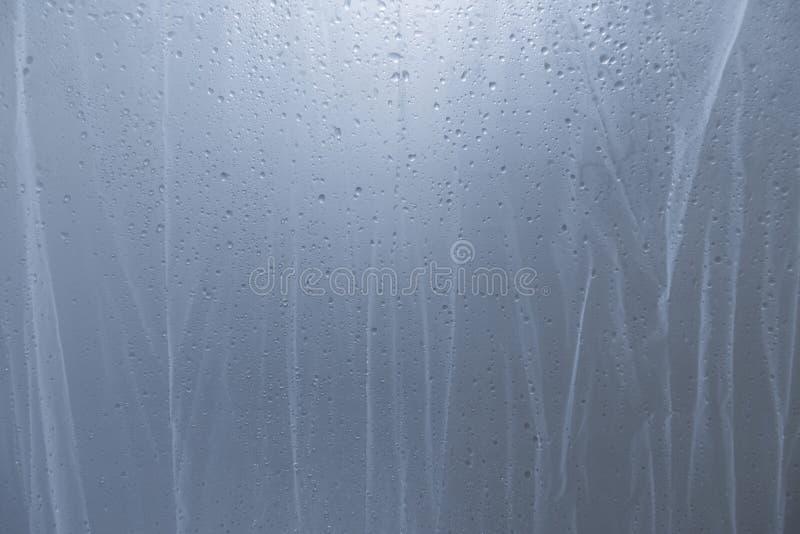 Descenso del agua en la cortina de ducha fotografía de archivo libre de regalías