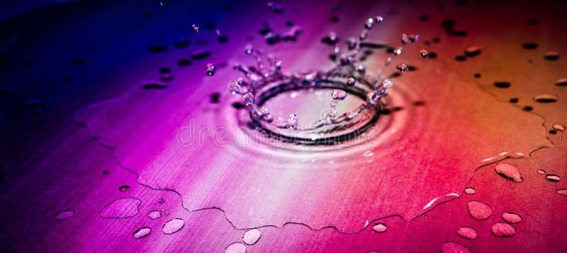 Descenso del color en el agua fotos de archivo libres de regalías