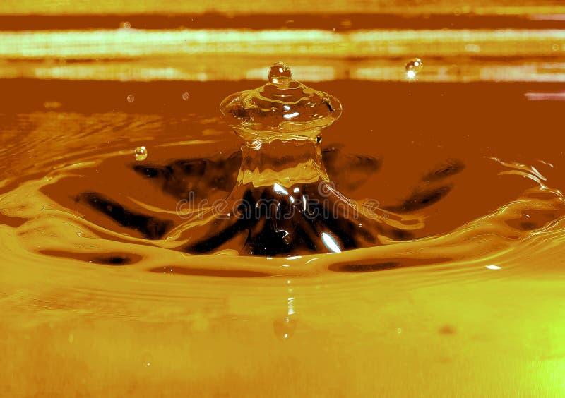 Descenso y spalsh del agua imágenes de archivo libres de regalías