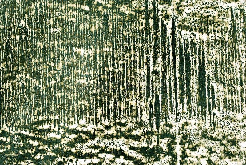 Descensos blancos texturizados de la pared, de la pintura o del yeso en cierre verde oscuro de la superficie de la pared encima d fotografía de archivo libre de regalías