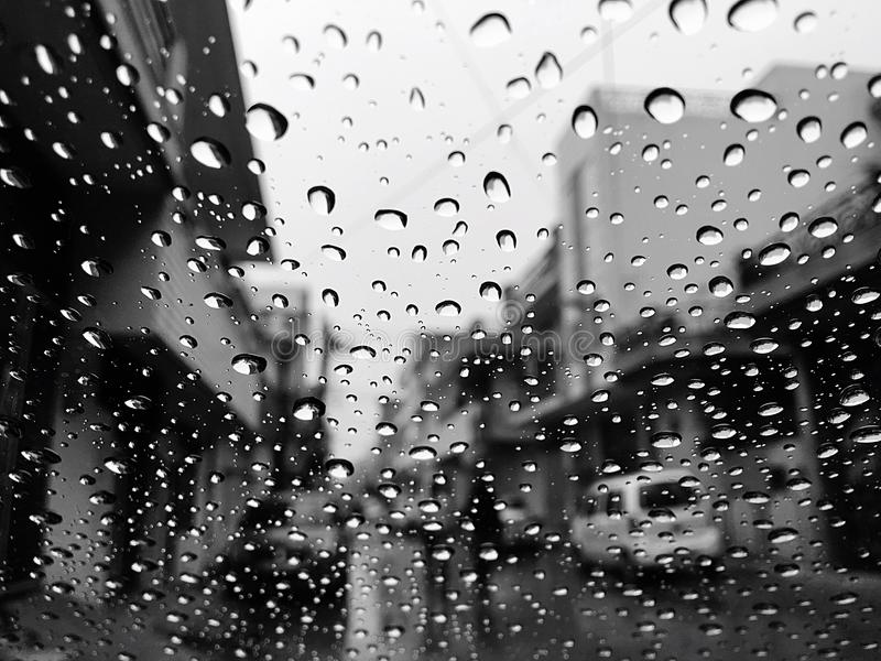 Descensos de los días lluviosos imagen de archivo