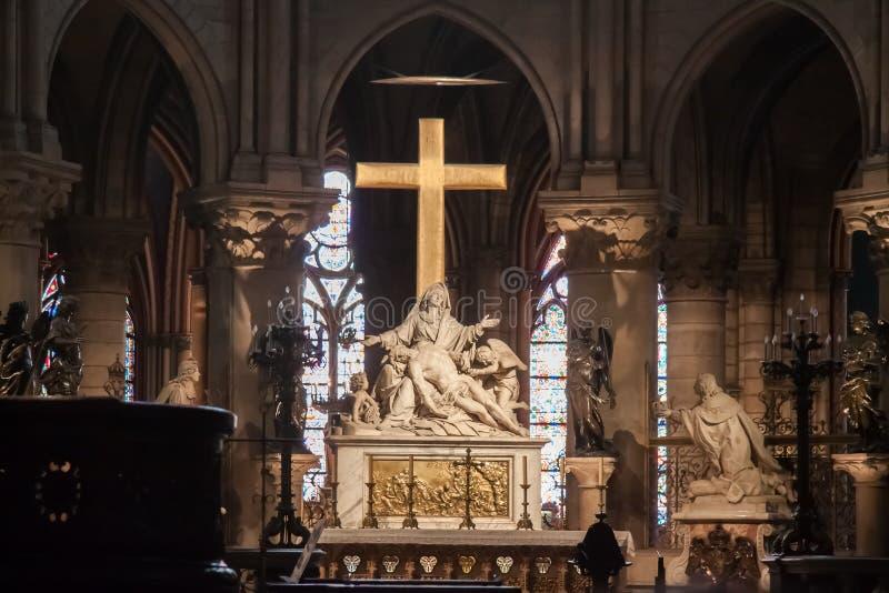 A descida da estátua da cruz ou do Pieta por Nicolas Coustouno coro do Notre-Dame de Paris fotografia de stock royalty free