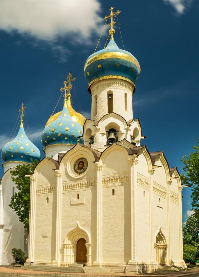 Descida da igreja do Espírito Santo St Sergius Lavra da trindade fotos de stock royalty free