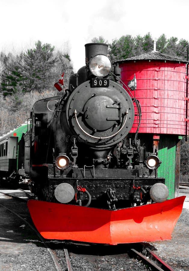 Descoberta de uma vila parada a tempo, com seu estação de caminhos-de-ferro velho fotos de stock royalty free