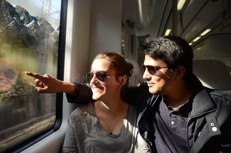 Descobrindo o mundo pelo curso do trem fotografia de stock