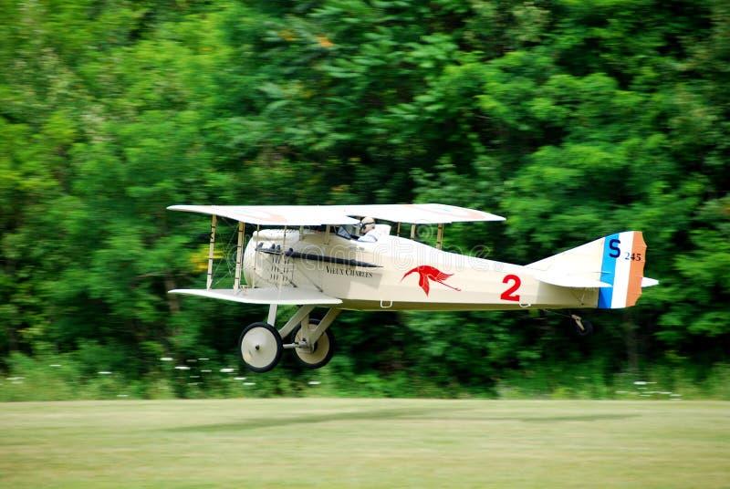 Descolagem do avião do vintage fotografia de stock royalty free