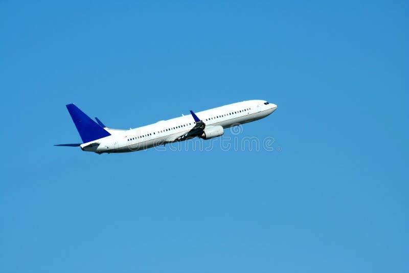 Descolagem do plano do avião de passagem imagens de stock royalty free